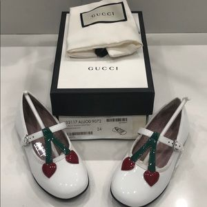 Gucci Girls Patent Leather Ballet Flats w Heart 24
